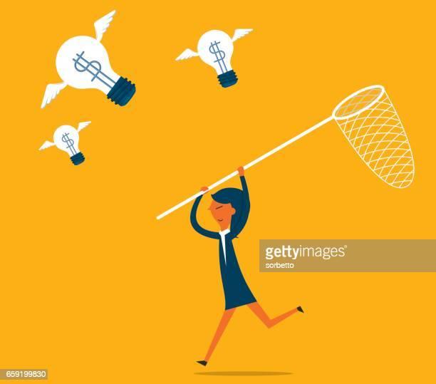 Zakenvrouw vangst vliegende idee lamp