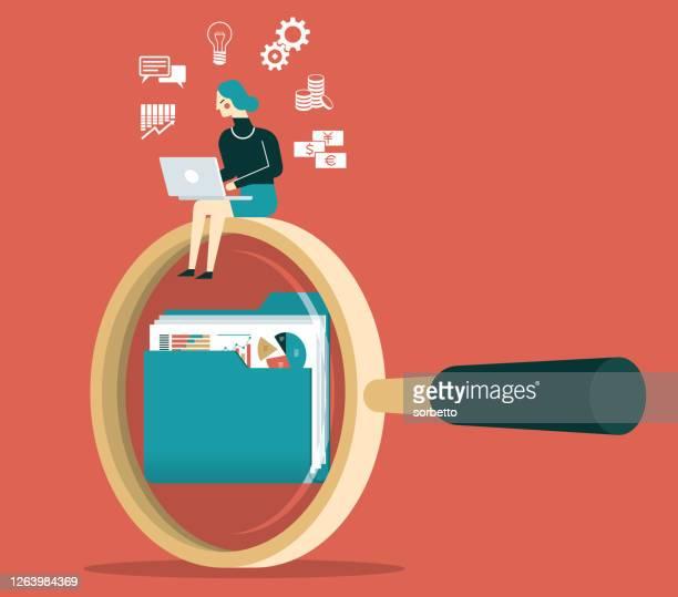 illustrazioni stock, clip art, cartoni animati e icone di tendenza di imprenditrice - alla ricerca di documenti - azioni e partecipazioni