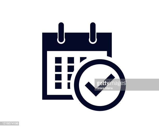 kalendertage des monats mit einer geplanten erinnerung mit einem häkchen-häkchen - notizbuch stock-grafiken, -clipart, -cartoons und -symbole
