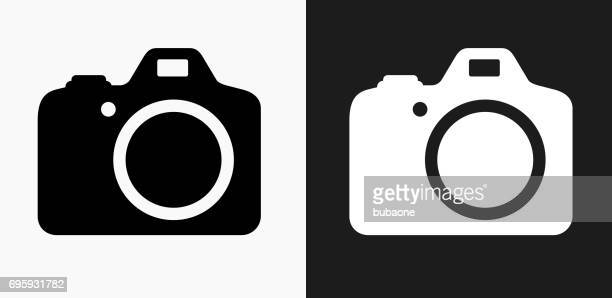 ilustrações de stock, clip art, desenhos animados e ícones de dslr camera icon on black and white vector backgrounds - maquina fotografica