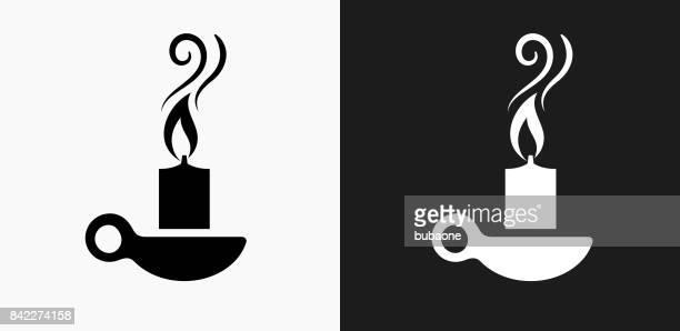 黒と白のベクトルの背景に蝋燭アイコン