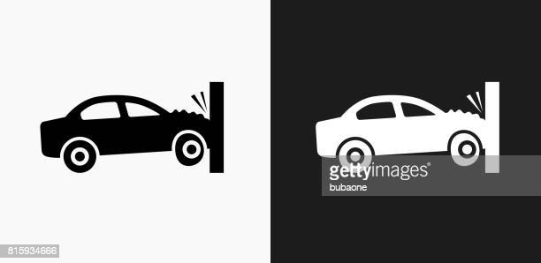 ilustrações de stock, clip art, desenhos animados e ícones de car crash icon on black and white vector backgrounds - acidente de carro