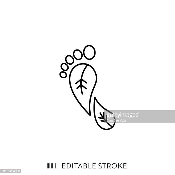 stockillustraties, clipart, cartoons en iconen met carbon footprint line-pictogram met bewerkbare slag en pixel perfect. - koolstofvoetafdruk