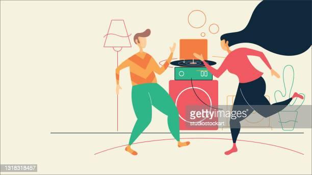 ilustraciones, imágenes clip art, dibujos animados e iconos de stock de pareja despreocupada bailando en la sala de estar en casa - bailar un vals