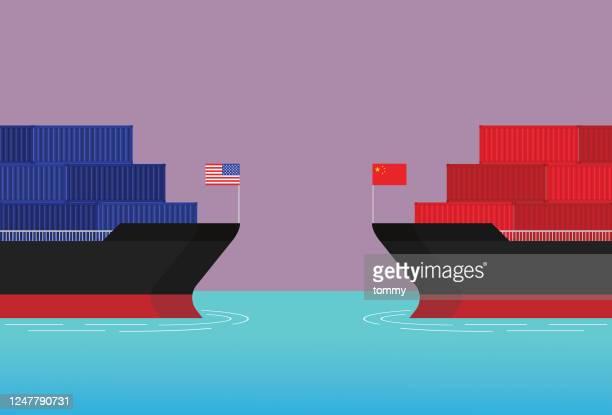 illustrations, cliparts, dessins animés et icônes de un cargo américain affronte un cargo chinois - international match
