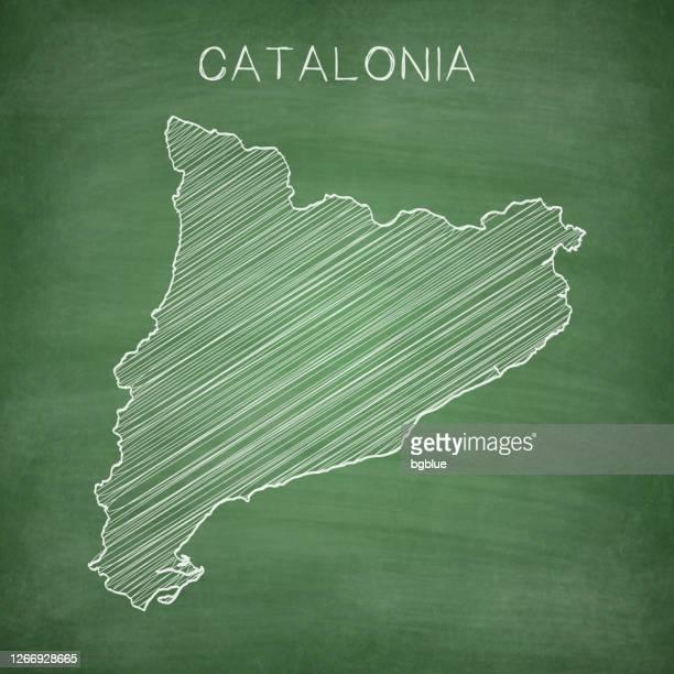 stockillustraties, clipart, cartoons en iconen met de kaart van catalonië die op bord wordt getrokken - bord - catalonië