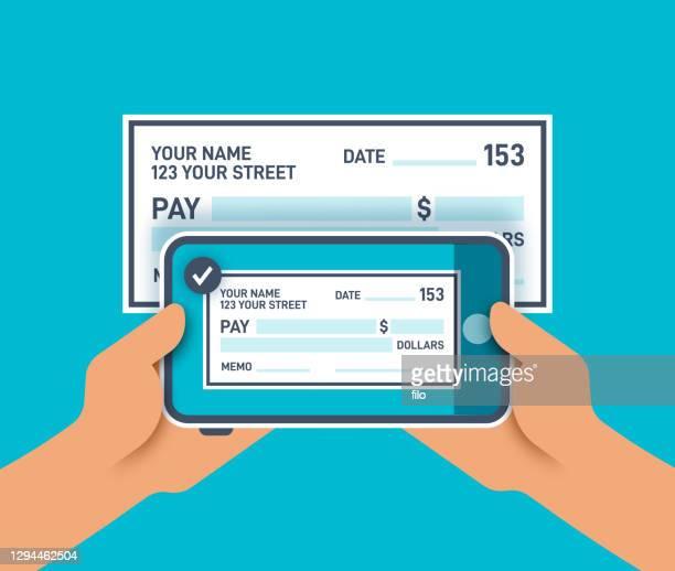 handy, das ein foto von einem scheck für mobile einzahlung macht - einzahlungsbeleg stock-grafiken, -clipart, -cartoons und -symbole