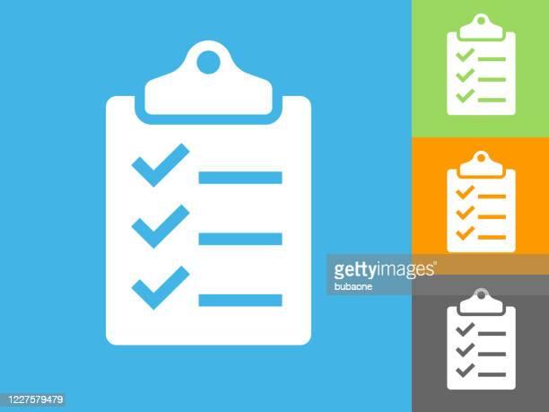checkliste auf einem zwischenablagesymbol - häkchen schriftsymbol stock-grafiken, -clipart, -cartoons und -symbole