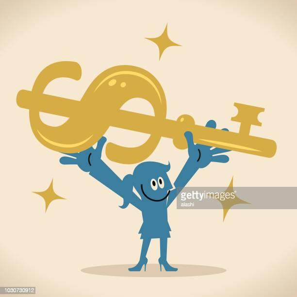 Empresaria alegre lleva un signo de moneda de dólar grande en forma de llave de oro