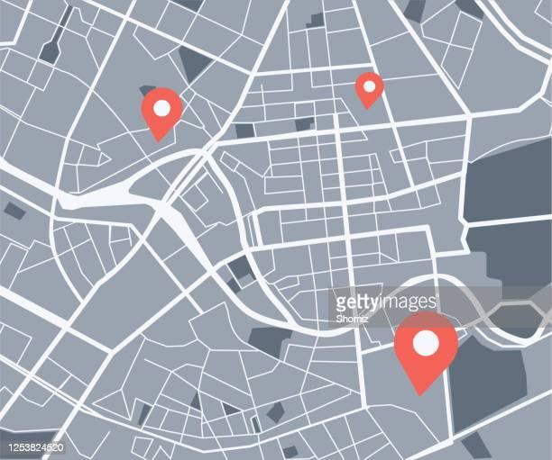 stockillustraties, clipart, cartoons en iconen met de kaart van de stad met navigatiepictogrammen - stadsbeeld