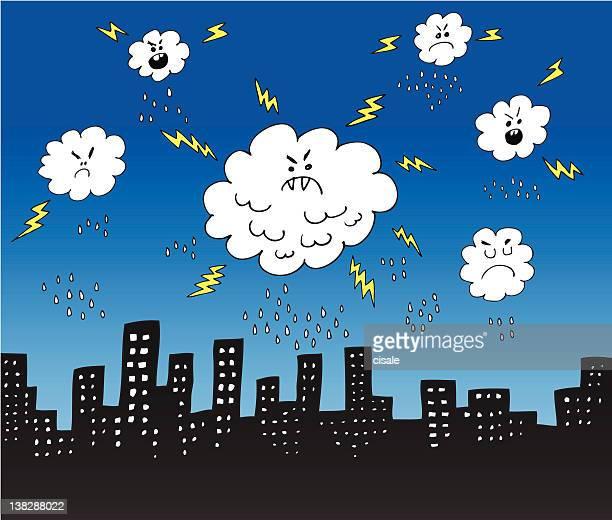Horizonte de la ciudad, y nubes con lluvia, lightnings Silueta medio