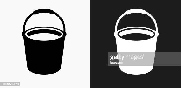 illustrations, cliparts, dessins animés et icônes de nettoyage seau icône sur fond de vector noir et blanc - seau