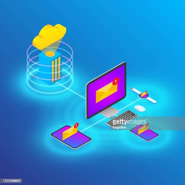 illustrazioni stock, clip art, cartoni animati e icone di tendenza di illustrazione dello stile isometrico del dispositivo tecnologico cloud e della sincronizzazione della posta elettronica - centro elaborazione dati
