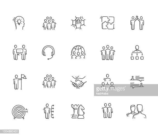 stockillustraties, clipart, cartoons en iconen met pictogramset voor het tekenen van samenwerkinghand - schets