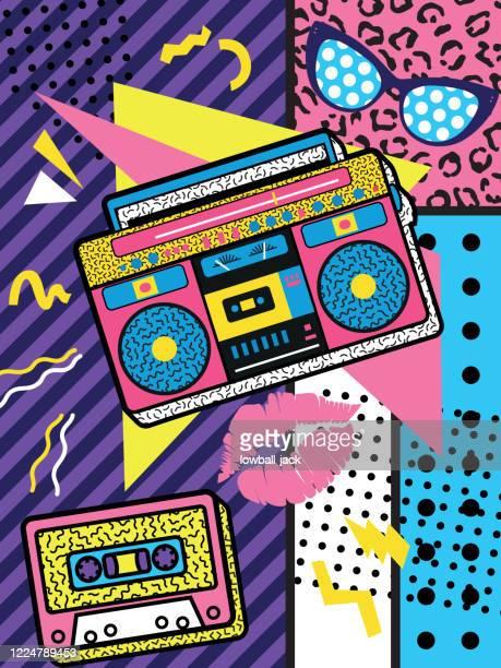 illustrations, cliparts, dessins animés et icônes de un rétro coloré la conception d'affiche de roche des années 90 avec boîte de perche et cassette audio sur un fond géométrique vif, le design, l'illustration vectorielle - musicien pop