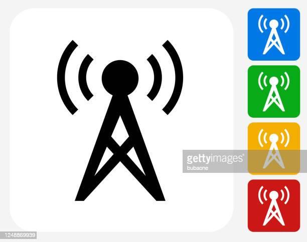 ilustraciones, imágenes clip art, dibujos animados e iconos de stock de torre de radio de comunicación con icono de ondas sonoras - torresdetelecomunicaciones