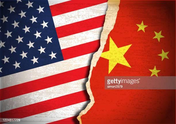 konfliktkonzept der usa- und china-flagge - demokratische partei usa stock-grafiken, -clipart, -cartoons und -symbole