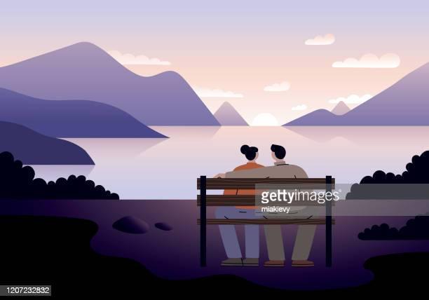 illustrazioni stock, clip art, cartoni animati e icone di tendenza di coppia che guarda il tramonto - guardare il paesaggio