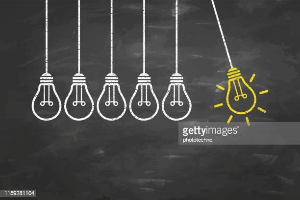 illustrazioni stock, clip art, cartoni animati e icone di tendenza di concetti di idea creativa con lampadina su sfondo lavagna - scoprire nuovi terreni