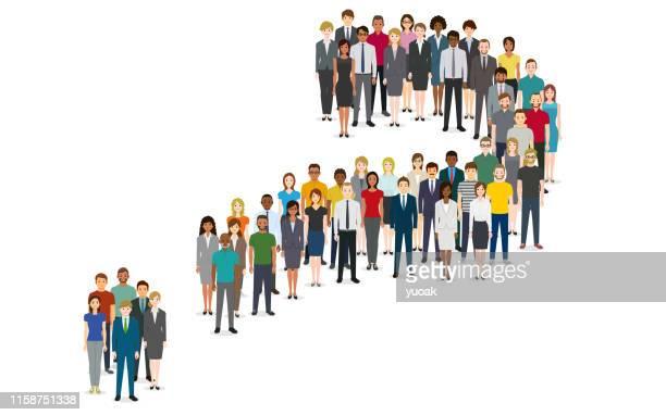illustrazioni stock, clip art, cartoni animati e icone di tendenza di folla di persone sotto forma di un simbolo di domanda - grande gruppo di persone