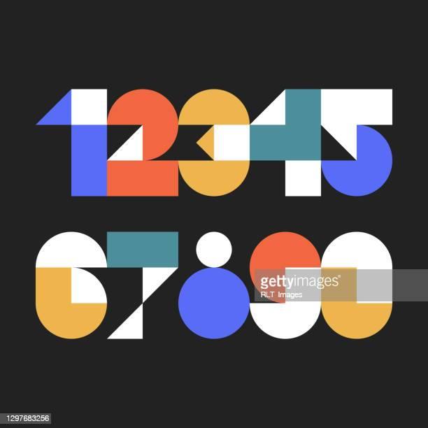 illustrazioni stock, clip art, cartoni animati e icone di tendenza di numeri di carattere personalizzati realizzati con forme geometriche astratte - calcolare