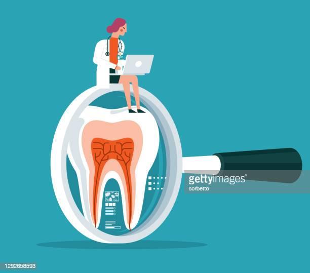 歯科治療 - 虫眼鏡 - 女性医師 - 歯科衛生士点のイラスト素材/クリップアート素材/マンガ素材/アイコン素材