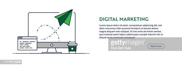 illustrations, cliparts, dessins animés et icônes de concept de marketing numérique avec l'illustration d'ordinateur de ligne. conception minimale pour la bannière web, l'affiche, le dépliant et le modèle de brochure avec l'icône d'avion en papier. - messagerie électronique
