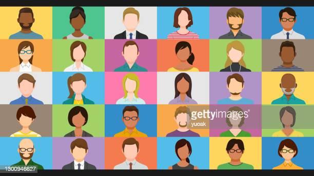 オンライングループビデオチャット画面で多様な人々 - バーチャルイベント点のイラスト素材/クリップアート素材/マンガ素材/アイコン素材