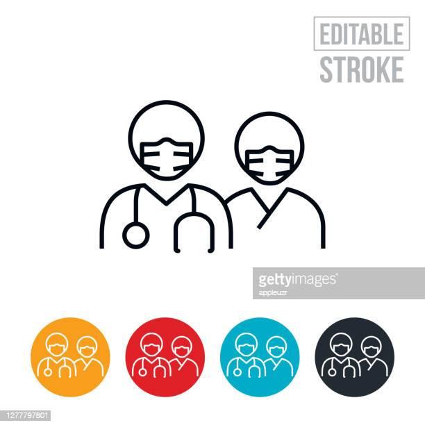 ilustraciones, imágenes clip art, dibujos animados e iconos de stock de doctor y enfermera que llevan máscaras faciales icono de línea fina - trazo editable - asistente de enfermera
