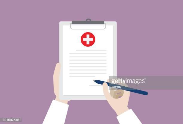 ilustraciones, imágenes clip art, dibujos animados e iconos de stock de médico firmando un certificado médico - asistente de enfermera