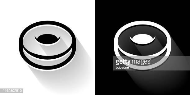 ilustrações, clipart, desenhos animados e ícones de ícone preto e branco da rosquinha com sombra longa - glazed food