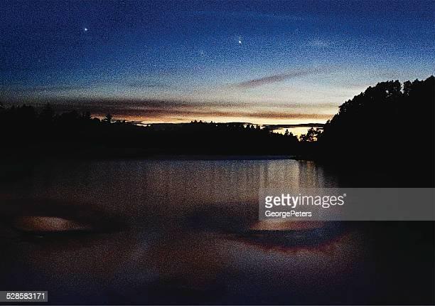 illustrations, cliparts, dessins animés et icônes de double exposition, le lac et femme au coucher du soleil - enigme