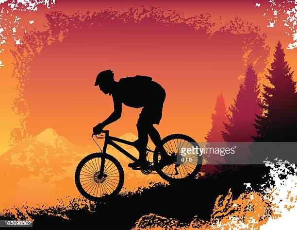illustrations, cliparts, dessins animés et icônes de descentes en montagne à vélo au coucher du soleil - vtt
