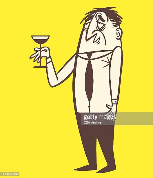 Bêbedo homem a segurar Cocktail