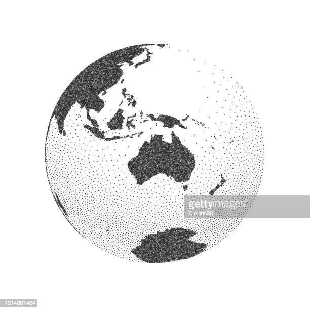 illustrazioni stock, clip art, cartoni animati e icone di tendenza di globo terrestre incentrato sull'australia. - indonesia