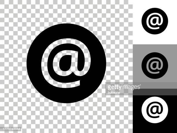 チェッカーボードの透明な背景の電子メールアイコン - 'at' symbol点のイラスト素材/クリップアート素材/マンガ素材/アイコン素材