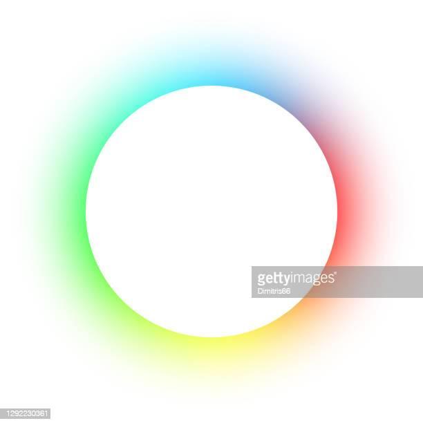 leerer kreisförmiger raum - spektrumkreis auf weißem hintergrund mit kopierraum - regenbogen stock-grafiken, -clipart, -cartoons und -symbole