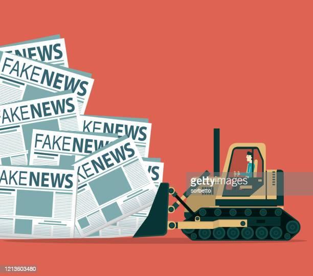 ilustraciones, imágenes clip art, dibujos animados e iconos de stock de noticias falsas - limpieza - fake news
