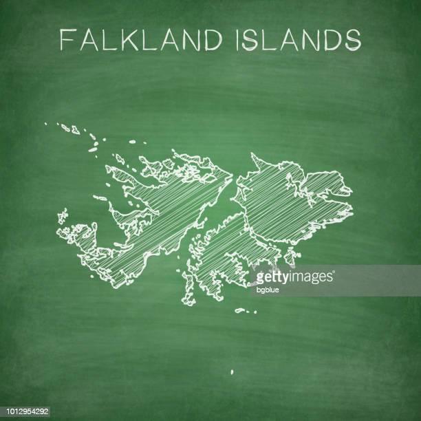 ilustraciones, imágenes clip art, dibujos animados e iconos de stock de islas malvinas mapa dibujado en la pizarra - pizarra - islas malvinas