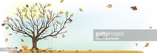Altalena albero d'autunno con caduta foglie e mandare a vento