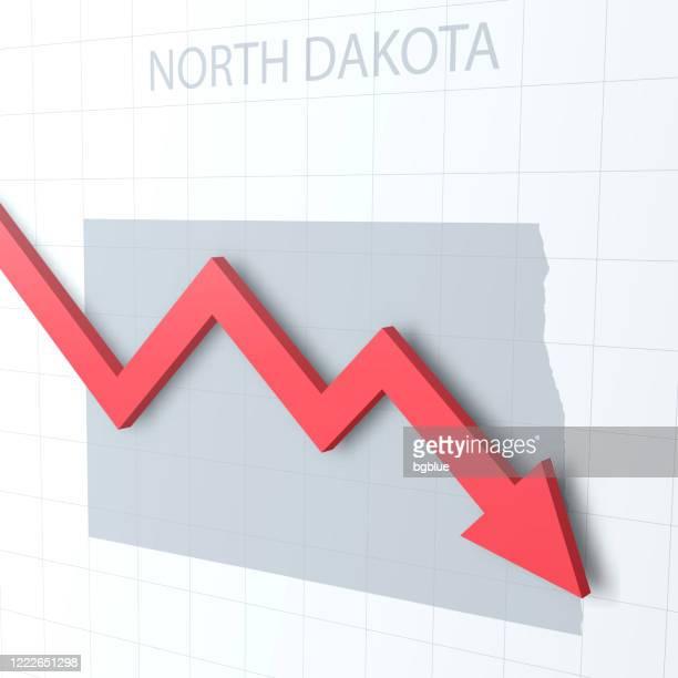 fallender roter pfeil mit der north dakota karte im hintergrund - bismarck north dakota stock-grafiken, -clipart, -cartoons und -symbole