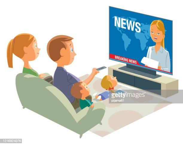 ilustraciones, imágenes clip art, dibujos animados e iconos de stock de familia de ver la televisión - familia viendo tv