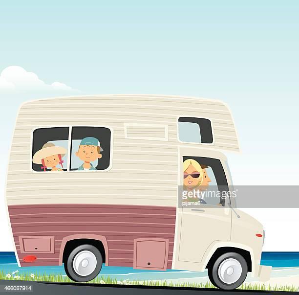 illustrations, cliparts, dessins animés et icônes de les voyages en famille - camping car