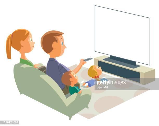 ilustraciones, imágenes clip art, dibujos animados e iconos de stock de familia viendo la televisión - familia viendo tv