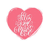 Feliz Dia De La Madre hand lettering. Translation from Spanish Happy Mothers Day. Vector calligraphy in heart shape.