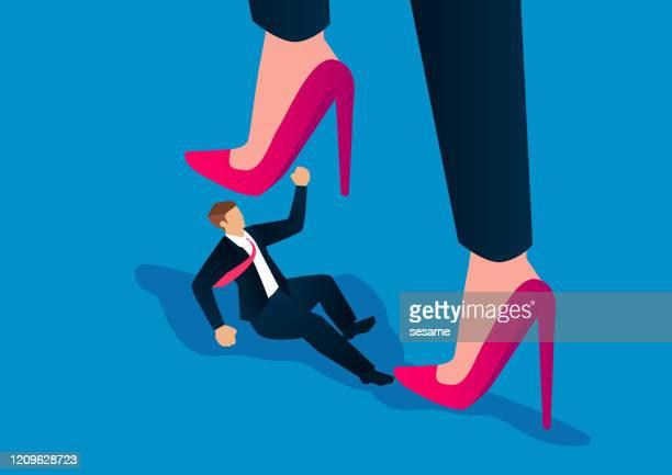 ilustrações, clipart, desenhos animados e ícones de conceito feminista, empresário masculino é pisoteado por saltos enormes femininos - salto alto