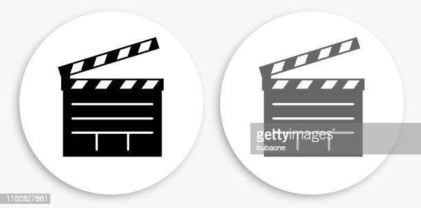 ilustraciones, imágenes clip art, dibujos animados e iconos de stock de película clapper junta negro y blanco icono redondo - claqueta de cine