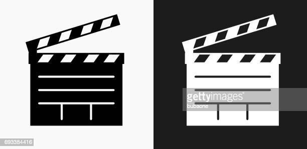 ilustraciones, imágenes clip art, dibujos animados e iconos de stock de película clapper junta icono en blanco y negro vector fondos - claqueta de cine