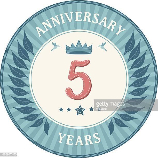 stockillustraties, clipart, cartoons en iconen met five years anniversary badge - 4 5 jaar