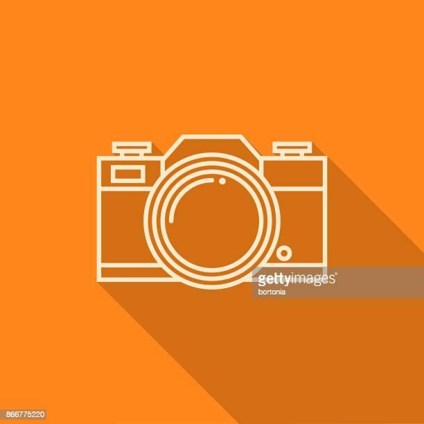 ilustraciones, imágenes clip art, dibujos animados e iconos de stock de icono de cámara de camping diseño plano línea fina con sombra lateral - camara reflex